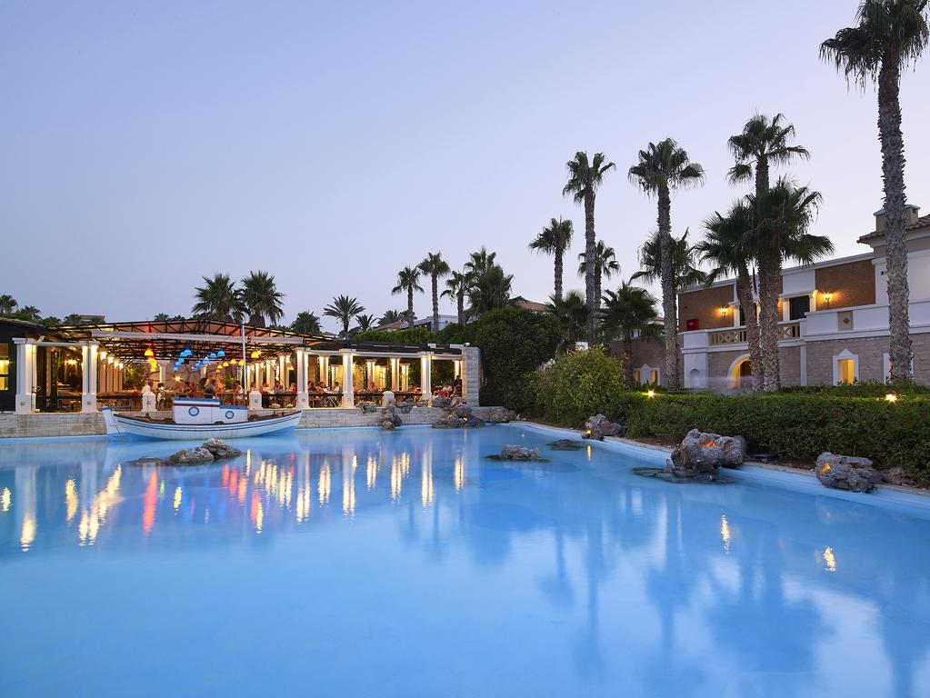 Територия отеля Aldemar Royal Mare 5*  (Альдемар Роял Маре)