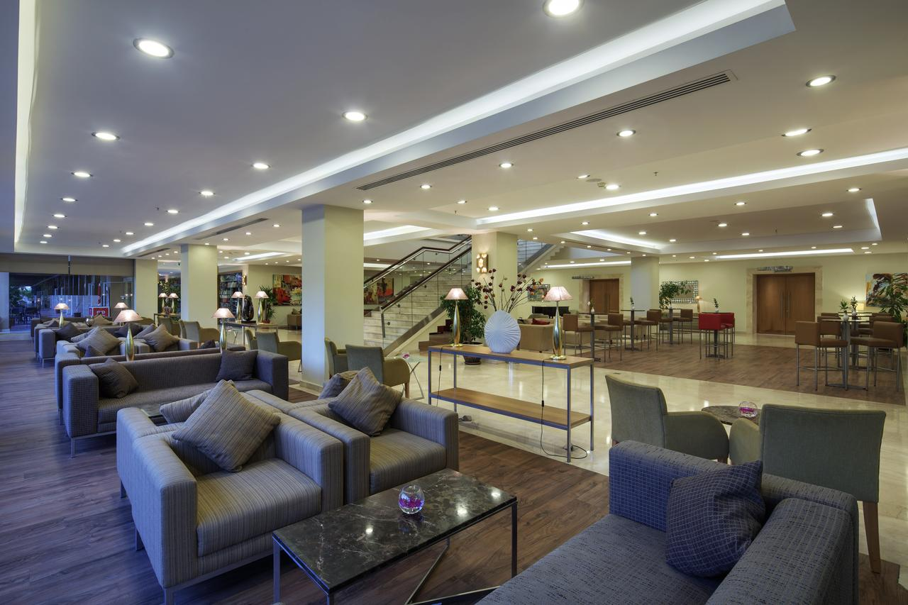 Холл отеля Xanthe Resort 5*  (Xanthe Resort)