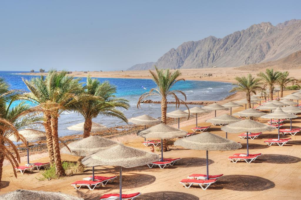 Пляж отеля Ecotel Dahab Bay View & Spa Resort 4* + (Екотель Дахаб)