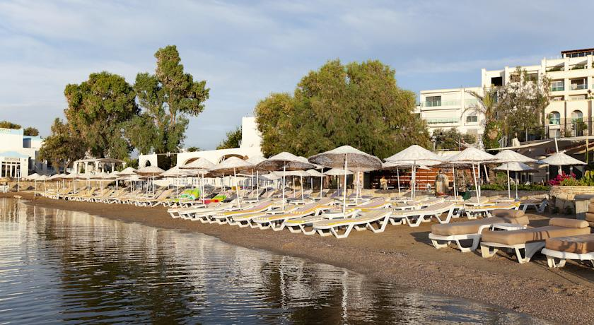 пляж отеля Royal Asarlik Beach & Spa 5*