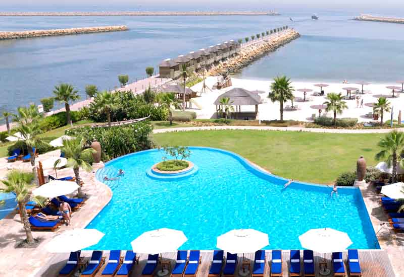 Бассейн отеля Radisson Blu Resort Sharjah 5*  (Radisson Blu Resort Sharjah)