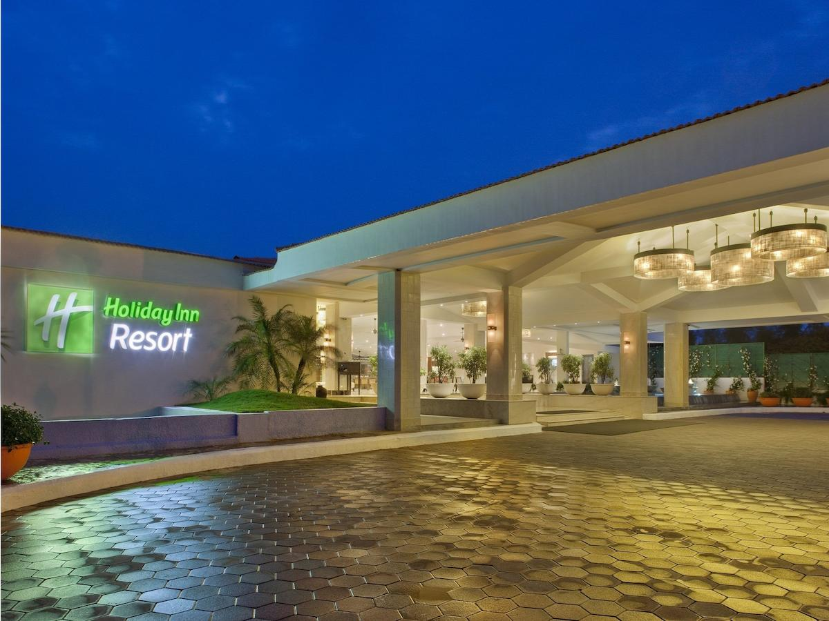 вход отеля Holiday Inn Mobor (Holiday Inn Resort Goa) 5*  (Холидей Ин)
