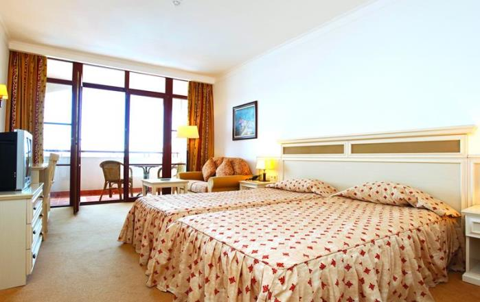 Номер отеля Royal Palace Helena Sands 5*
