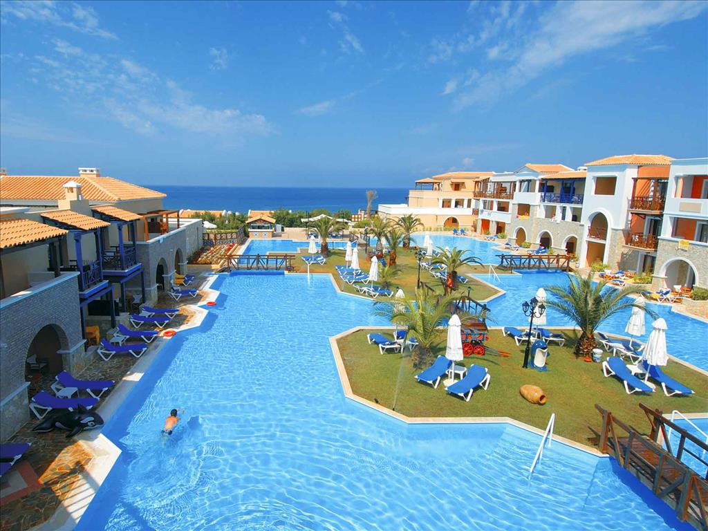 Бассейн отеля Aldemar Olympian Village & Suites 5*