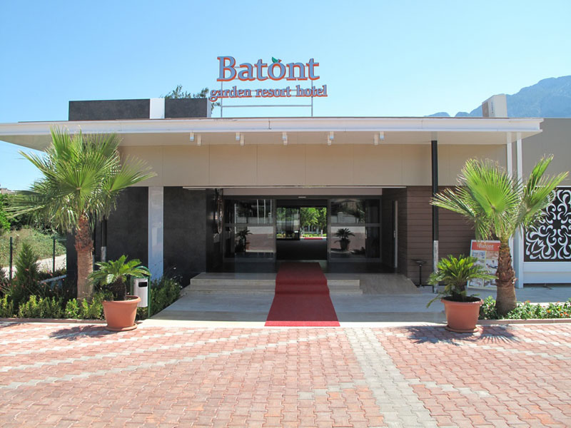 вход отеля Royal Batont Hotel 4*  (Батонт Гарден Резорт)