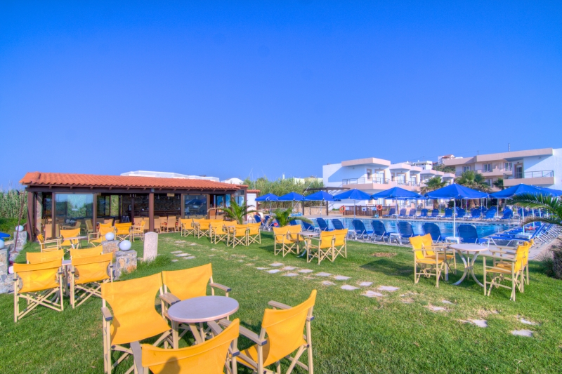 Територия отеля Club Krini Beach 3* + (Клуб Крини Бич)