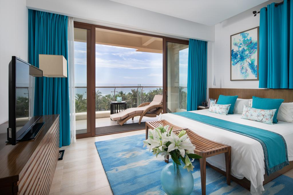 Aloha Oceanfront Suite Resort