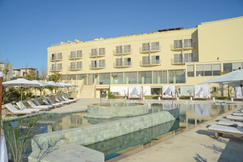 E Hotel Spa & Resort 4*